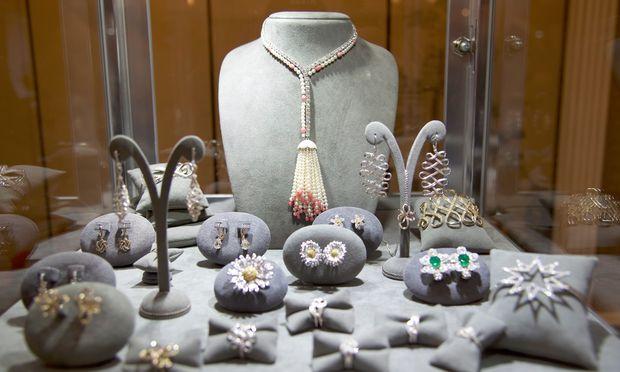 """Hochkarätig. Die aktuellen """"Meisterwerke"""" des Juweliers wurden ausgestellt."""