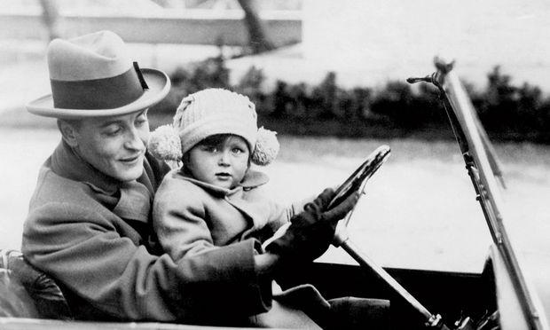 Spritztour. Fitzgerald mit Tochter Scottie im Automobil, damals rar und ein Luxus.