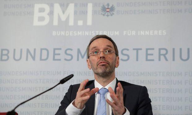 """Innenminister Herbert Kickl will nun einen entsprechenden Antrag für Erleichterungen im Parlament einbringen. """"Österreich bekennt sich zu seiner Mitschuld und Verantwortung"""", steht dort."""