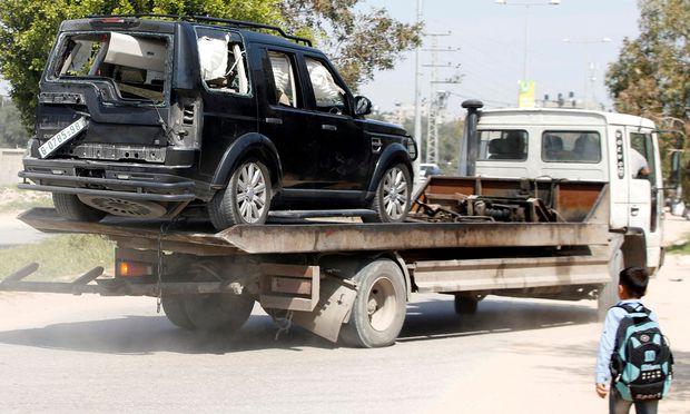 Der Palästinenser-Premier entkam dem Anschlag, aber mehrere Menschen wurden verletzt und Autos zerstört.