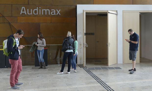 Studenten an der Wirtschaftsuni in Wien: Wirtschaft und Wirtschaftsrecht gehören zu den beliebtesten Studien.