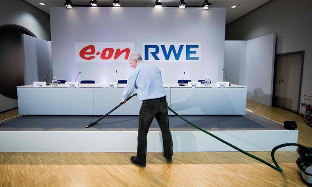 """Einst """"ewige Rivalen"""", heute feiern sie gemeinsam: RWE und Eon."""