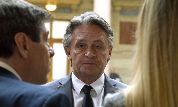 Schwarzer Tag für Ex-FPÖ-Klubobmann Peter Westenthaler: Ein Drei-Richter-Senat schickte ihn für acht Monate hinter Gitter.