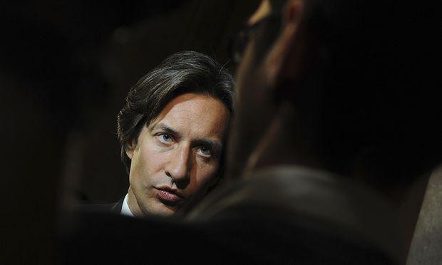 Archivbild: Karl-Heinz Grasser im Mai 2012 nach einer Sitzung des Korruptions-U-Ausschusses im Parlament in Wien