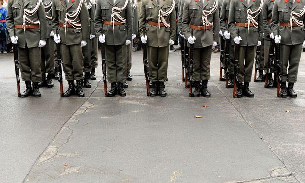 Soldaten sind so wie Polizisten und Lehrer vom Sparen ausgenommen.