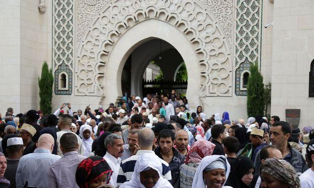 Muslime feiern das Fest des Fastenbrechens