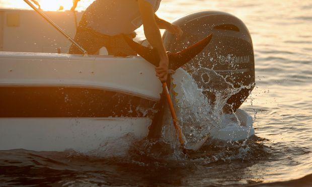 Ein Fischer fängt einen der bedrohten Thunfische. / Bild: (c) Reuters