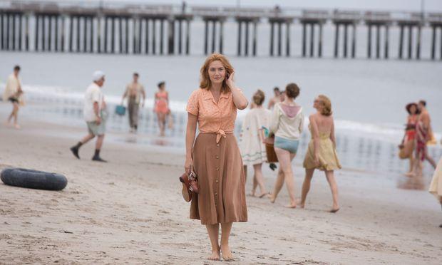 Kate Winslet spielt – sehr überzeugend – die Kellnerin Ginny, die in ein patchworkfamiliäres Schlamassel gerät.