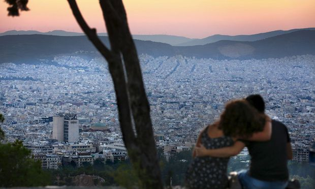 Athen in diesem Sommer: Die Wirtschaft erholt sich langsam. Die Regierung will sich endlich aus der Vormundschaft internationaler Geldgeber lösen. / Bild: (c) REUTERS