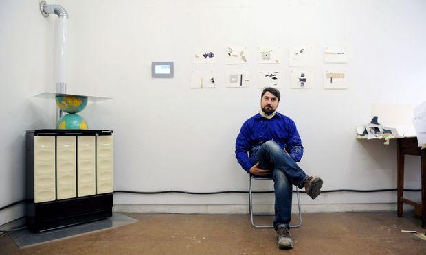 Andrew Mezvinsky in Arbeitskluft in seinem Atelier in der Neubaugasse.