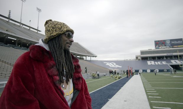 "Rapper Snoop Dogg trainiert Problemkinder: ""Coach Snoop""."