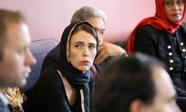 Jacinda Ardern bei einem Treffen mit Mitgliedern der Islamischen Gemeinschaft.