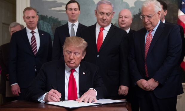 Benjamnin Netanjahu hat sich in Washington Krawatten-technisch ganz an Trump angepasst.