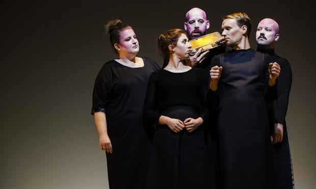 """Schöne Musik, wenig Bewegung, viel Gerede bei """"Autos"""" von Enis Maci im Wiener Schauspielhaus."""