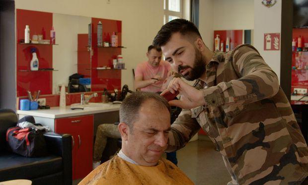 """Der Magistratsbeamte beim türkischen Friseur: """"Die lernen mit mehr Herzblut."""""""
