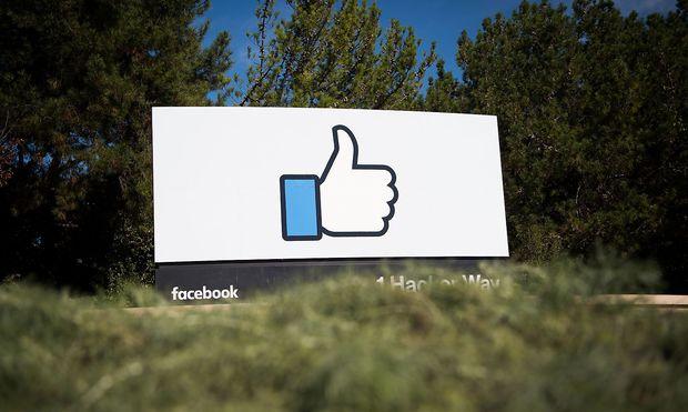 Betreiber sozialer Medien sollen in Permanenz überprüfen, was geht und was nicht, findet der deutsche Justizminister Maas.