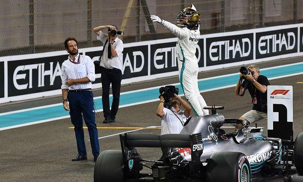 Lewis Hamilton lässt sich feiern
