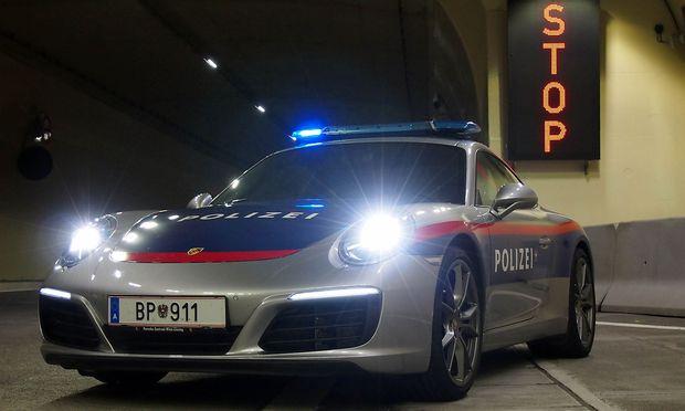 kennzeichen bp 911 polizei mit porsche im einsatz. Black Bedroom Furniture Sets. Home Design Ideas
