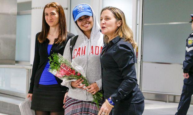 Kanadas Außenministerin Chrystia Freeland empfing die junge Frau am Samstag auf dem Lester Pearson International Airport in Toronto.