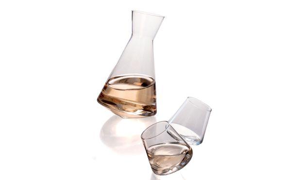 <b>Transparent.<b/> Neue Generation von Sake-Trinkgefäßen: entworfen vom Designstudio Sempli, via <a href=http://www.sempli.com target=