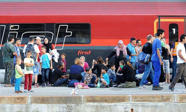 Mehr als 3000 Flüchtlinge reisten von Ungarn aus über Wien in Richtung Deutschland.