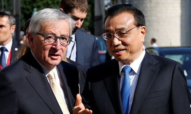 EU Commission President Juncker and Chinese Premier Li Keqiang pose during the EU-China Business Summit at the Egmont Palace in Brussels