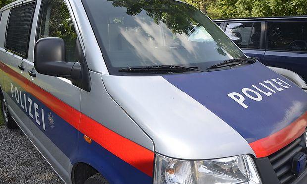 Symbolbild - Die Tiroler Polizei zerschlug eine iranische Schlepperbande.