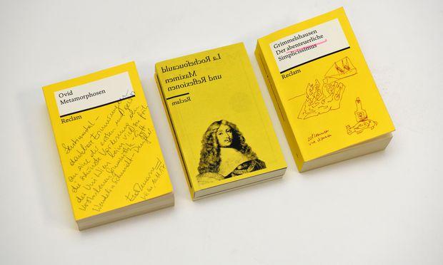 """Reclam, sehr persönlich: Eva Menasse erinnert sich an ihre schönste Vorlesung an der Uni Wien, Michael Köhlmeier lässt La Rochefoucauld in den Spiegel blicken, und Franzobel bebildert den """"Simplicissimus"""".  (v. l.)"""