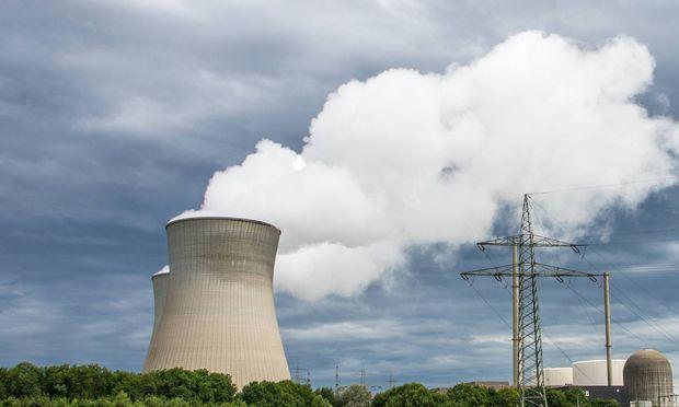 Kuehlturm eines AKW Im Landkreis Guenzburg in Schwaben steht das KRB abgekuerzte Atomkraftwerk Kernkra