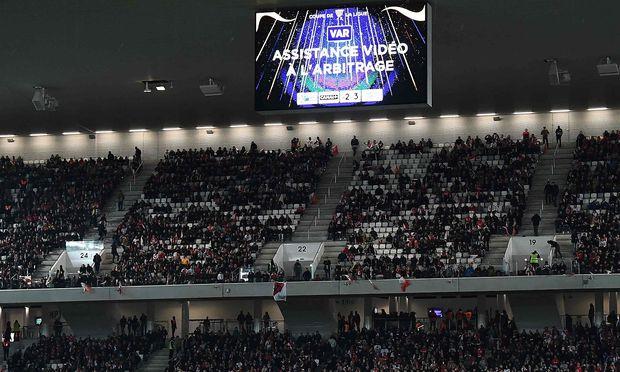 Videobeweis: Fans bekommen bei der WM Entscheidungen im Stadion erklärt