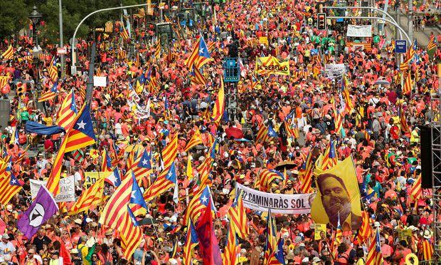 Meer von Unabhängigkeitsfahnen: Demo am katatalanischen Nationalfeiertag.