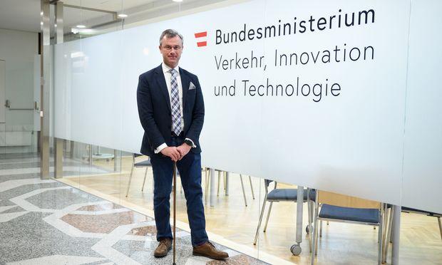 Infrastrukturminister Norbert Hofer sieht die Reform der Pflege als die große Herausforderung für die Regierung in diesem Jahr.