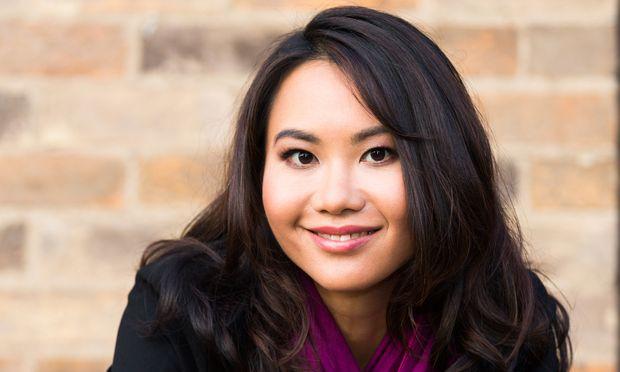 "Felicia Yap war Biologin, Historikerin, Model. ""Memory Game"" ist ihr erster Roman."