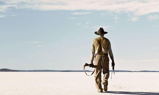 Aussichtslose Weite: Was liegt hinter der australischen Steppe? Man wähnt keine Städte und Saloons, sondern schlicht mehr Steppe.