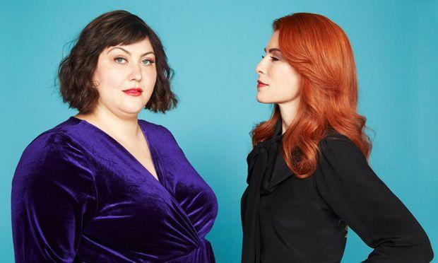 """Joy Nash gibt in """"Dietland"""" die übergewichtige Plum, die als Ghostwriterin der schlanken, ehrgeizigen Magazinherausgeberin Kitty (Julianna Margulies) ihre Stimme leiht."""