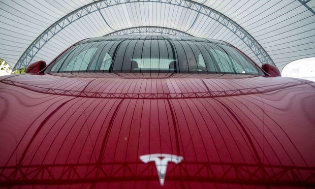 Tesla: Bei grünen Technologien ganz vorne dabei, aber dank der Kobalt-Lieferkette nicht frei von Berührungen mit Kinderarbeit. / Bild: REUTERS