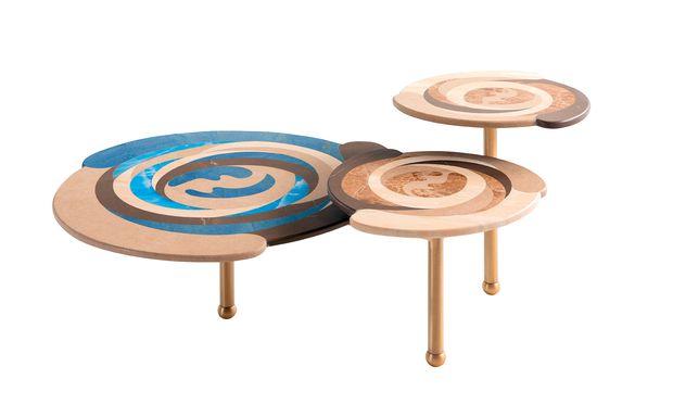 """Kreise. Die """"Effe""""- Beistelltische legen eine Referenz zu einer Zeichnung Karl Lagerfelds."""