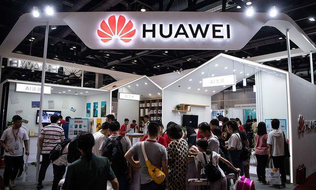 FILES-US-CHINA-IT-politics-Huawei-Google