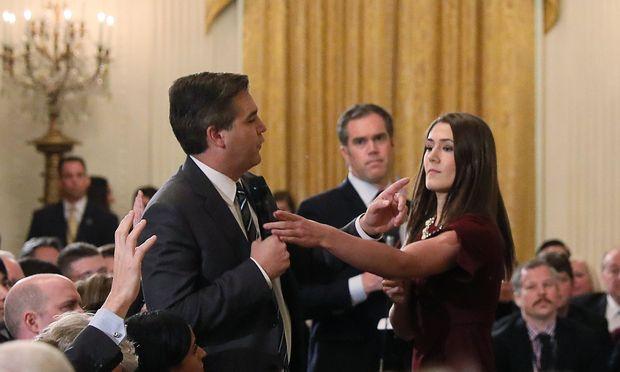 """US-Präsident Trump bezeichnete Acosta als """"Volksfeind"""""""