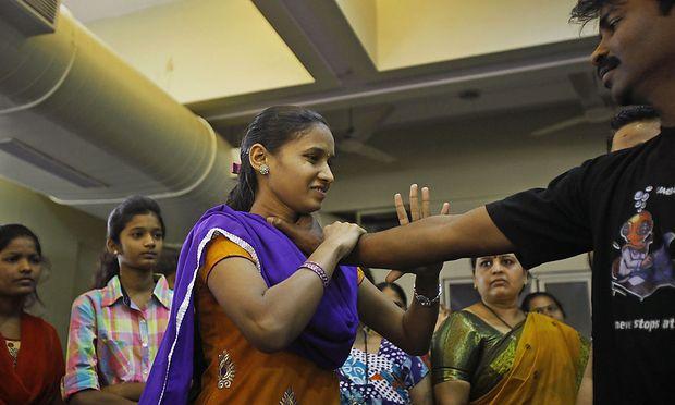Ein Selbstverteidigunskurs für Frauen in Mumbai.