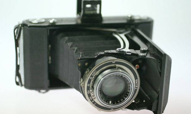 Alte Rollfilmkamera - old roll film camera
