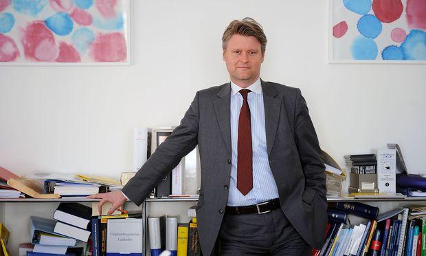 Digitalisierungsaffin und dennoch ein Freund von Büchern: BDO-Partner Peter Bartos.