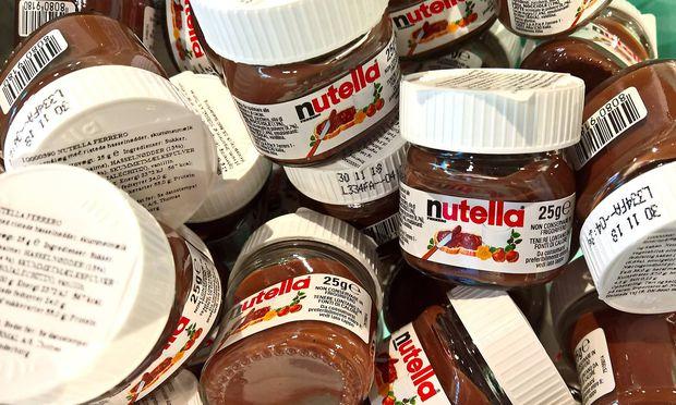 Nutella von Ferrero im 25g Glas Schokocreme erfreut sich weltweit grosser Beliebtheit *** Nutella