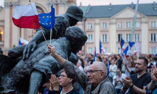 Polen lässt Streit um Justizreformen eskalieren