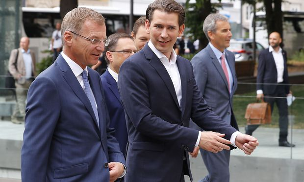 Austria´s Chancellor Kurz and Upper Austria governor Stelzer are on their way to a joint cabinet meeting with Bavaria´s state government in Linz