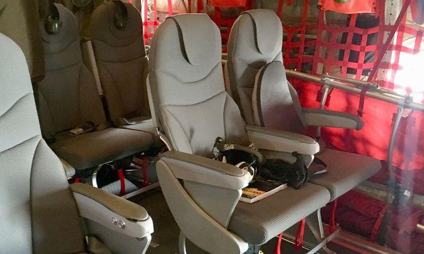 Die neuen 'Economy-Sitze' in der Transportmaschine C-130 Hercules