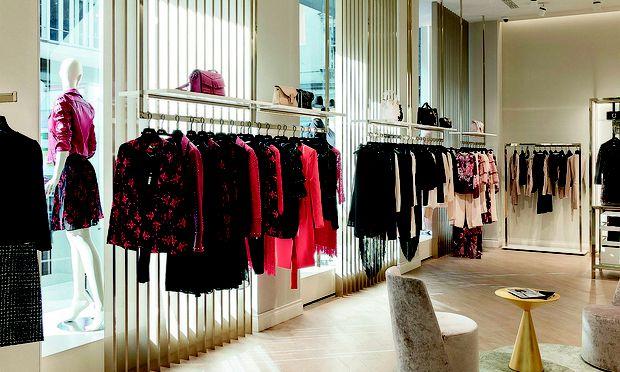 Seit August Hat Das Italienische Modelabel Nun Auch Einen Store In  Österreich. Das Eckgeschäft Präsentiert Einerseits Die Premiumlinien Und  Accessoires Und ...