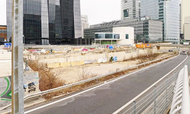 So Lücke ist nicht bald etwas: Bauplatz des DC Towers 2. / Bild: (c) Wolfgang Freitag