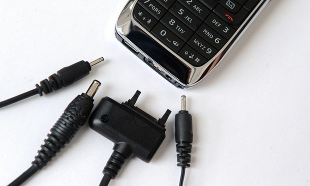 EUKommissar beklagt Chaos HandyLadegeraeten