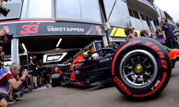 Max Verstappen möchte in seiner Wahlheimat den überlegenen Mercedes Konkurrenz machen.